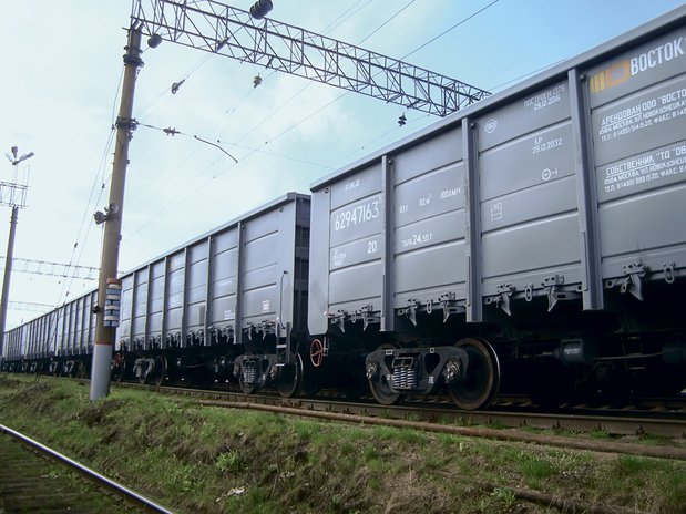 Heavy haul transport in Russia. Monitored operation of UWC gondola cars on bogies with axle load of 27 t